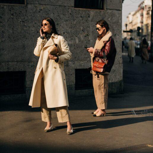 Spring coats: Τα καλύτερα μπεζ παλτό που θα φορεθούν τώρα