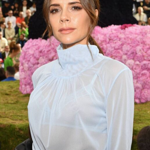 Beauty Queen: Η Victoria Beckham λανσάρει beauty brand με την υπογραφή της