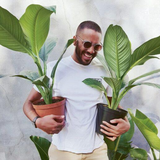 50 άνδρες μας συμβουλεύουν πώς να αγαπήσουμε τα φυτά