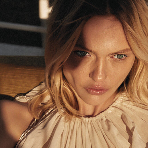Sasha Pivovarova: Γνωρίστε το Cover Girl του δεύτερου τεύχους της Vogue Greece