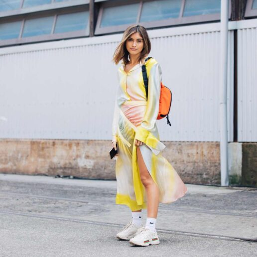 Sleek satin: Το μεταξωτό σατέν «ντύνει» τη μόδα της σεζόν
