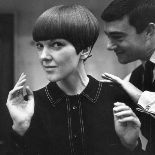 Mary Quant: Η έκθεση για τη σχεδιάστρια που έδωσε pop χρώμα στη μόδα των '60s
