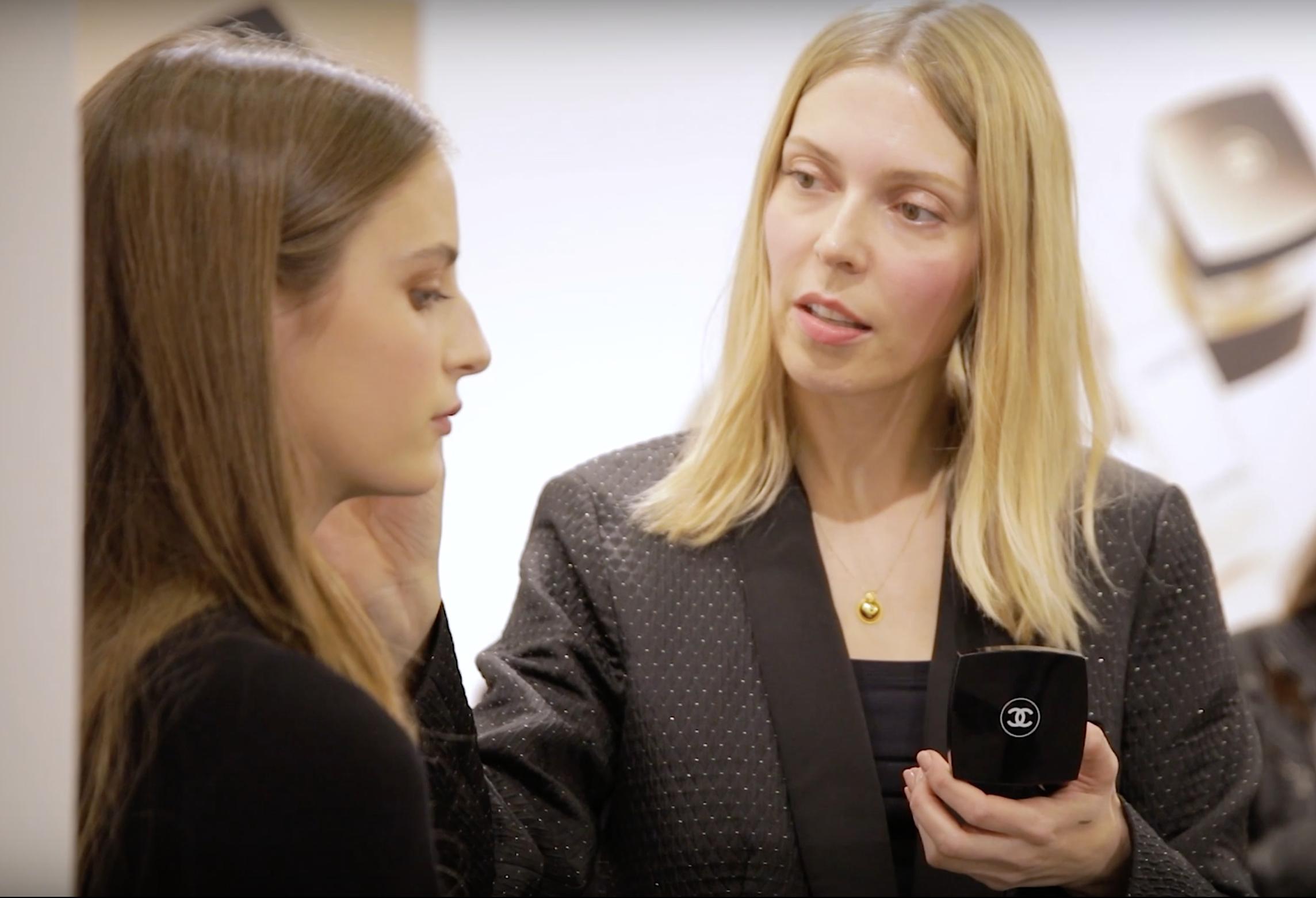 Η Vogue συναντά τη Chanel σε μια παρουσίαση που μυρίζει Άνοιξη