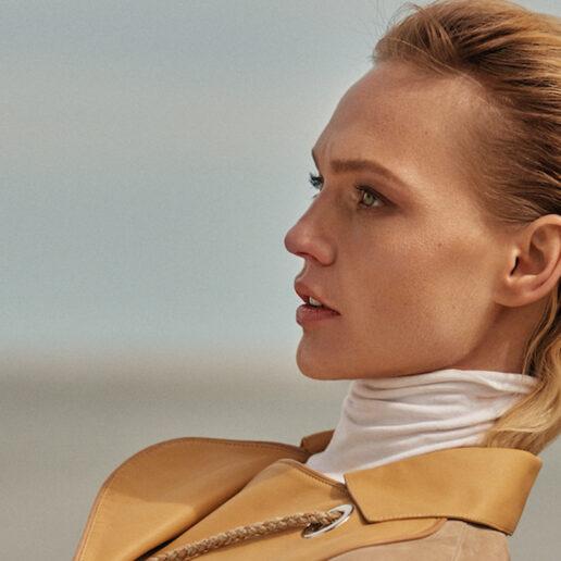 Η Sasha Pivovarova φέρνει «νέο φως» στο τεύχος Μαΐου της Vogue Greece