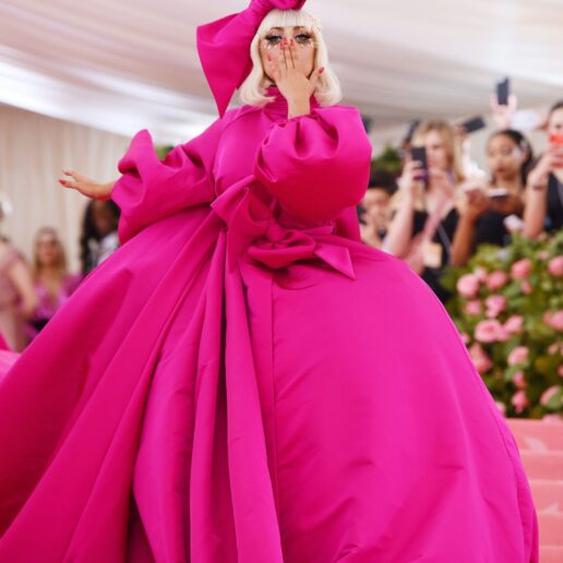 H Lady Gaga άλλαξε 4 φορές πριν την είσοδο της στο Met Gala 2019
