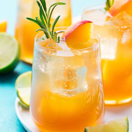 Summer Drinking: Χρήσιμες συμβουλές από τη διαιτολόγο των διασημοτήτων