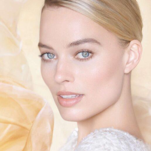 H Margot Robbie στην καμπάνια του νέου αρώματος της Chanel