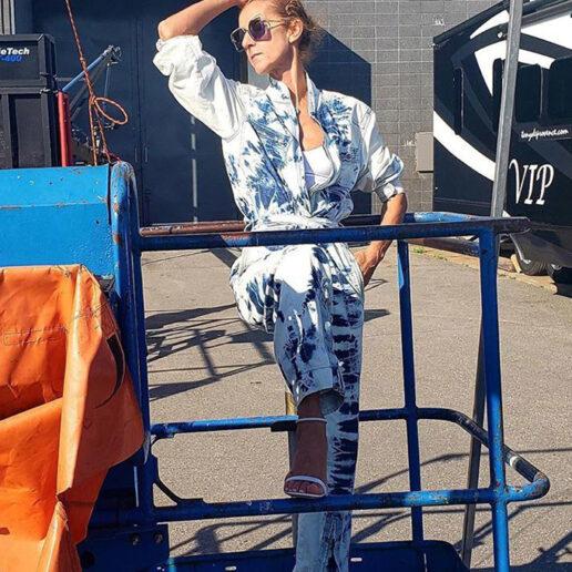 Style Moment: Η Céline Dion επανασυστήνει την τάση του tie-dye