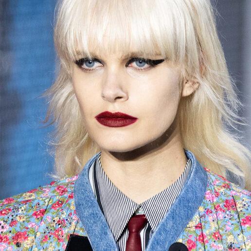 Dark Lips: Σκούρα κραγιόν «βάφουν» τη νέα σεζόν