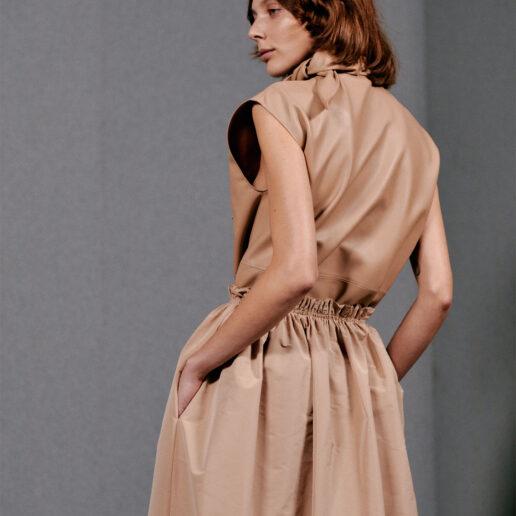 «Είναι φρέσκια, φυσική και αγοροκόριτσο»: Γνωρίστε το νέο πρόσωπο που άνοιξε το show του Givenchy
