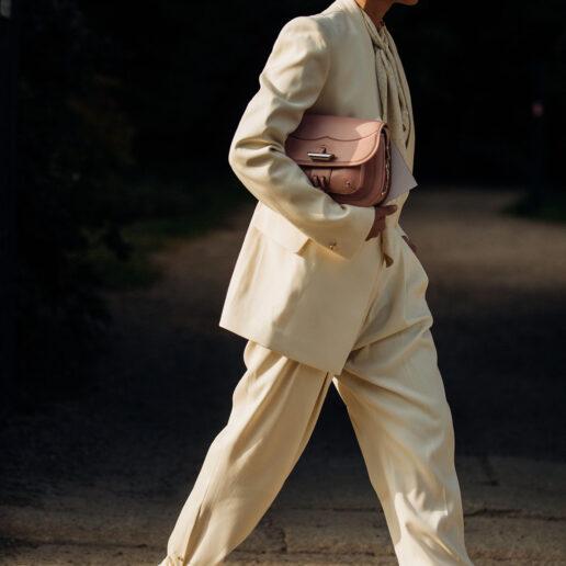 Ankle-tie: Η κυρίαρχη τάση στα παντελόνια του φθινοπώρου