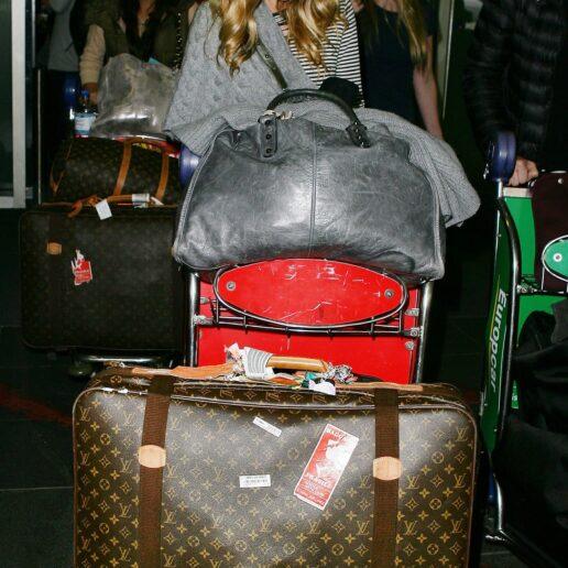 Τimeless luggage: Πως η Louis Vuitton έγινε η αποσκευή των celebrities