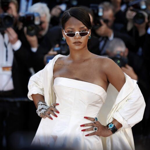 Η Rihanna αποκαλύπτει το νυφικό των ονείρων της