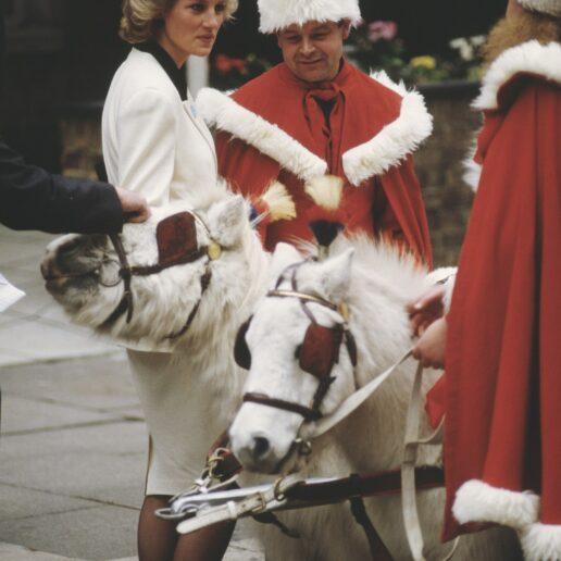 Holiday Outfits: Οι γιορτινές εμφανίσεις της πριγκίπισσας Νταϊάνα