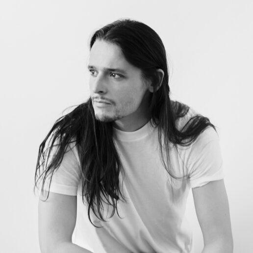 Η αποκλειστική συνέντευξη του Olivier Theyskens στη Vogue Greece