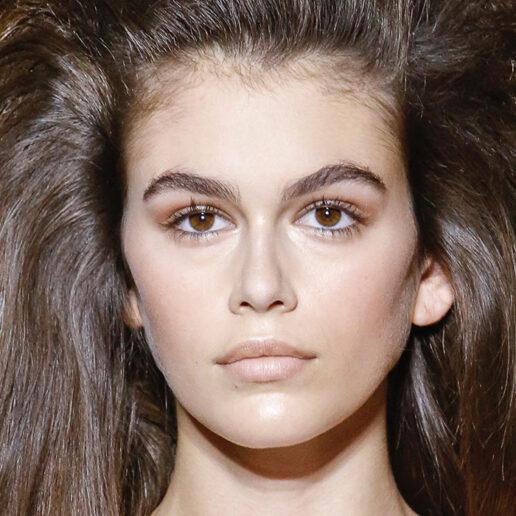 Τα 12 καλύτερα beauty looks της Kaia Gerber