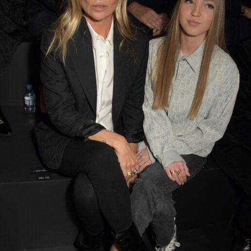 Τα 90s φρύδια της Kate Moss είναι οικογενειακή υπόθεση