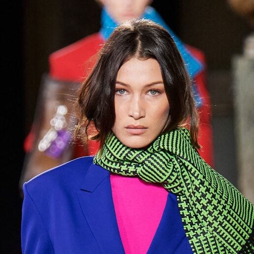 Οι ασύμμετρες αφέλειες της Bella Hadid στο show Dior Men