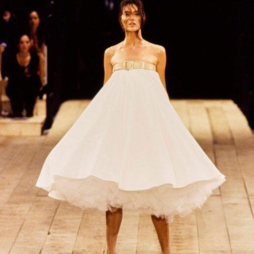 10 αξέχαστες στιγμές του Alexander McQueen στη πασαρέλα