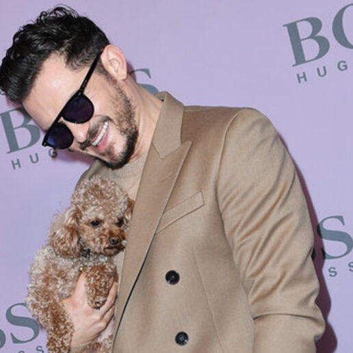 Orlando Bloom: Με το σκυλάκι του στο σόου του Boss