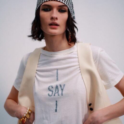 Dior Beauty: Μαντίλια στα μαλλιά και έντονο eyeliner