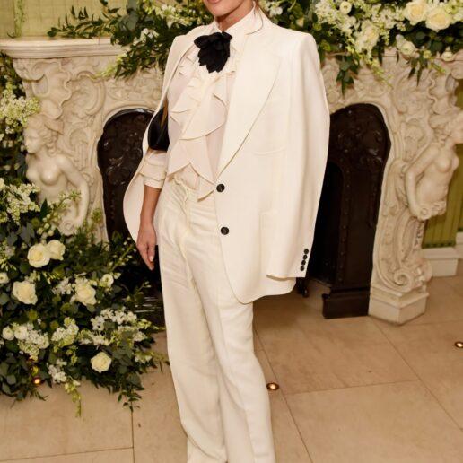 Η Victoria Beckham με μια εμφάνιση εμπνευσμένη από τη Bianca Jagger
