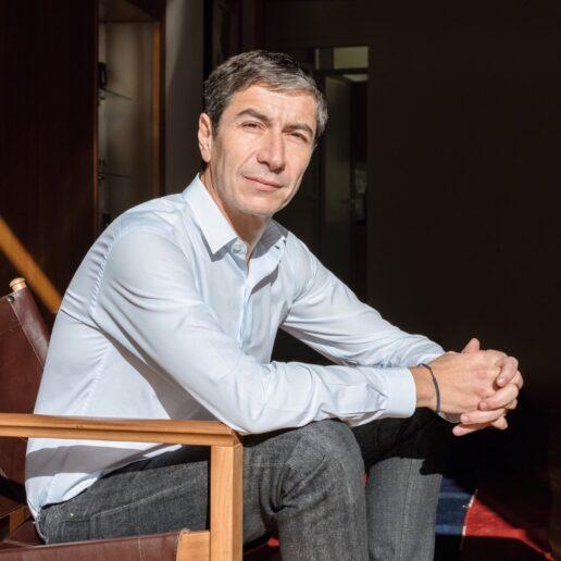 Γιάννης Σεργάκης: «Το design είναι τεράστια πρόκληση όταν θέλεις να δημιουργήσεις κάτι προσιτό»