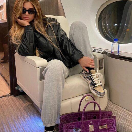 Honey Blonde: Η νέα απόχρωση στα μαλλιά της Kylie Jenner