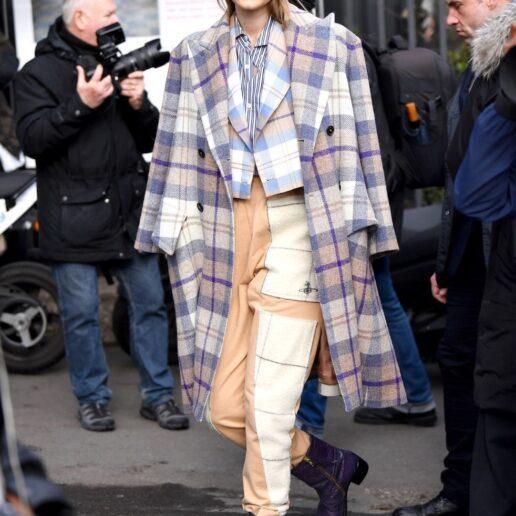 Gigi Hadid: Με total Vivienne Westwood σύνολο στο Παρίσι
