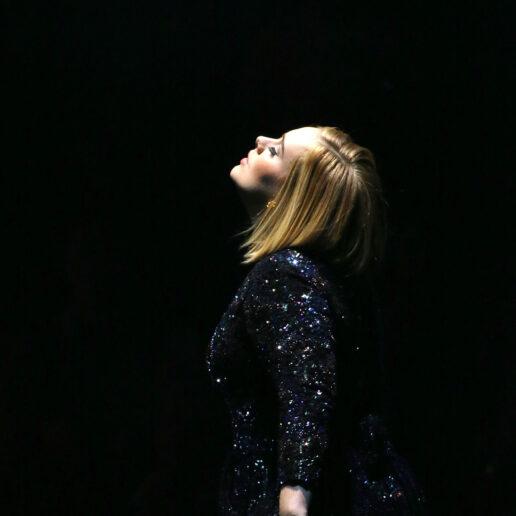 Adele: Η σταρ που δεν παίζει με τους κανόνες της διασημότητας