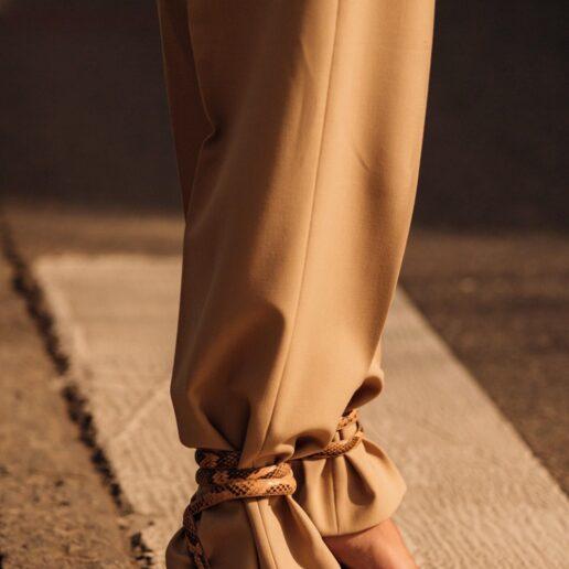 Αυτός είναι ο πιο stylish τρόπος να φορέσετε τα σανδάλια σας