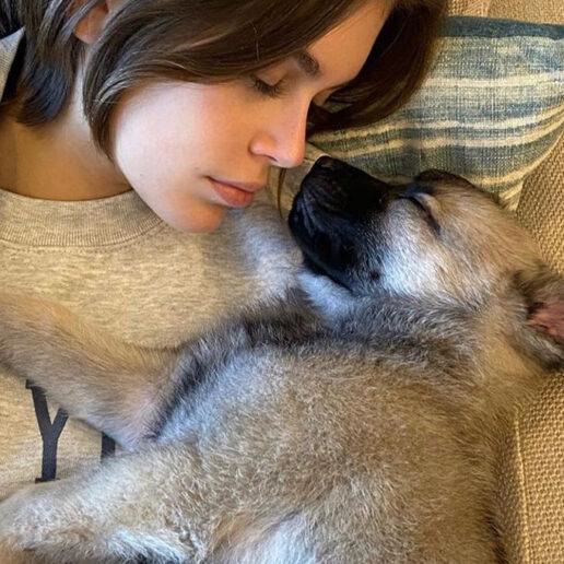 Puppy Love: Kaia, Cara και Miley υιοθετούν κουτάβια όσο είναι σε καραντίνα