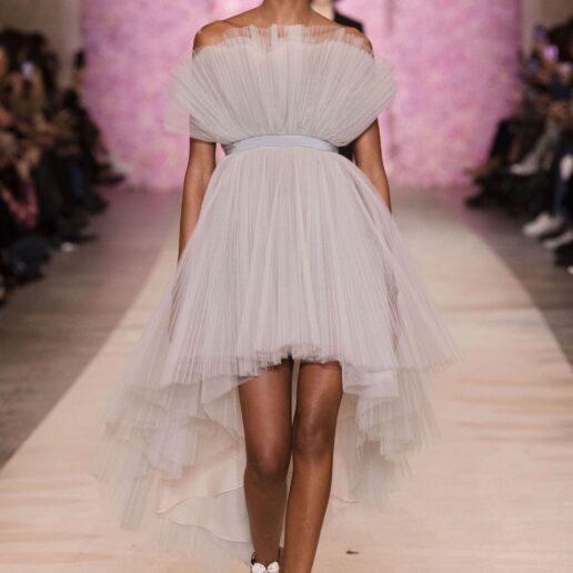 Inspire Me: 18 εντυπωσιακά φορέματα που ξεχώρισαν στις πασαρέλες