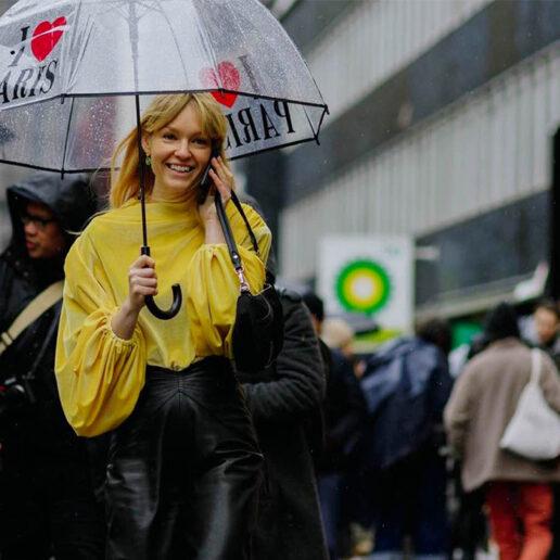 Rainy Days: Κομψά σύνολα στη βροχή