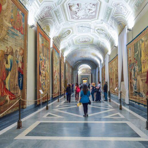 #ΜένουμεΣπίτι και κάνουμε ψηφιακή ξενάγηση στα σημαντικότερα μουσεία του κόσμου