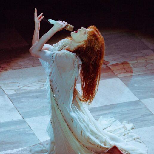 Florence Welch: Τραγουδάει στο Instagram με bohemian στιλ