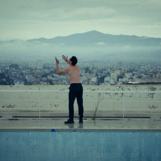 Πρεμιέρα: Οι «Όρνιθες» του Μπάμπη Μακρίδη στο ψηφιακό κανάλι του Ιδρύματος Ωνάση