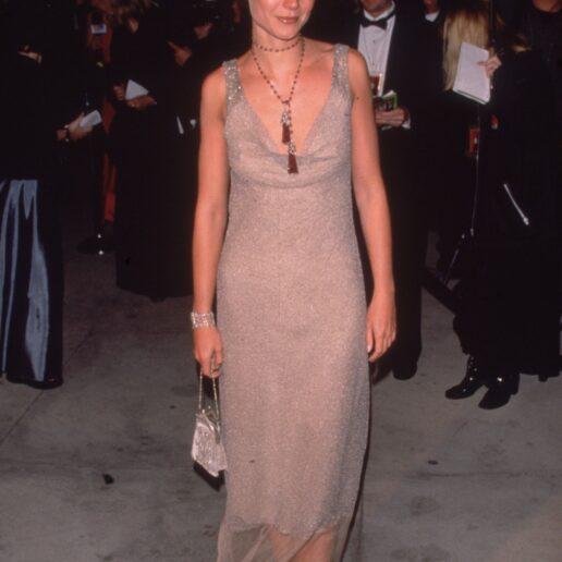 Gwyneth Paltrow: Δημοπρατεί ιστορικό φόρεμα για την αντιμετώπιση του Covid-19