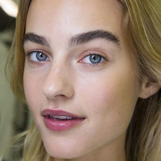 Πώς να αποκτήσετε πιο πυκνά φρύδια; Οι make up artists μοιράζονται τα μυστικά τους