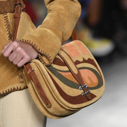 Hands free: 5 shoulder bags βγαλμένες από τα 70s