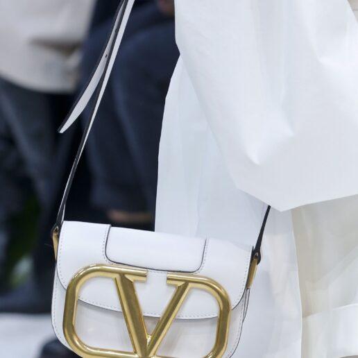 Valentino SS20: H τσάντα που ξεχώρισε στην κολεξιόν της Άνοιξης