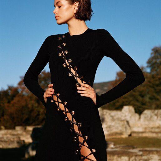 Kaia Gerber: Φωτογραφίζεται στην Αρχαία Κόρινθο για τη βρετανική Vogue
