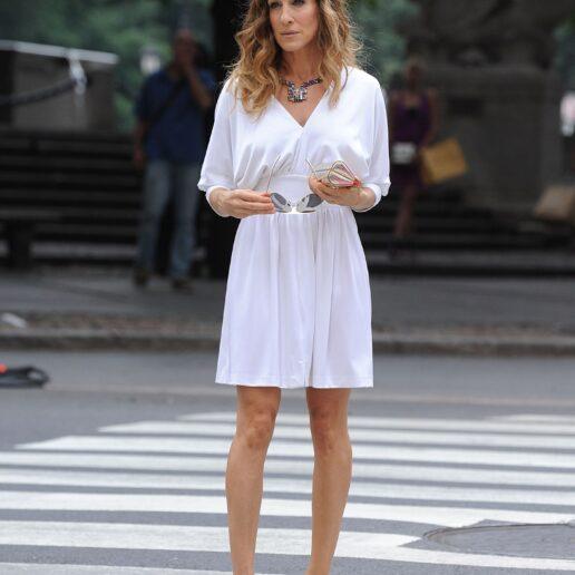 Carrie Bradshaw: 5 outfit που μας ενέπνευσαν για το καλοκαίρι
