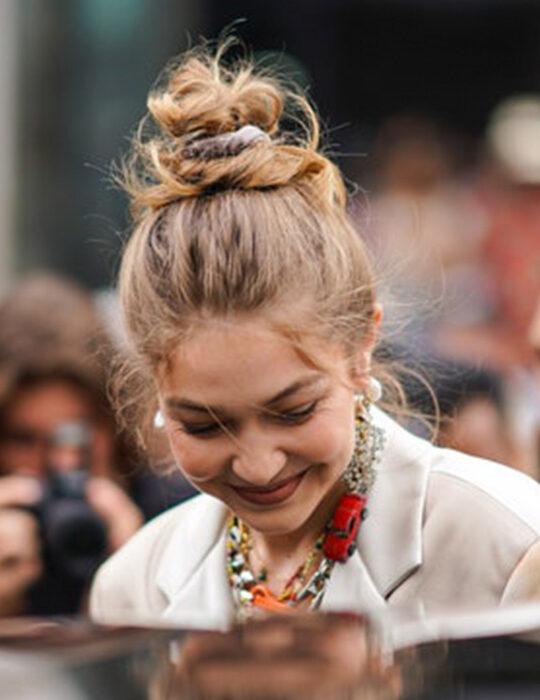 10 εύκολοι τρόποι για να πιάσετε τα μαλλιά σας σε κομψό σινιόν