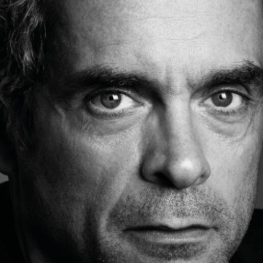 Insta Live: H Vogue Greece συναντά τον Κωνσταντίνο Μαρκουλάκη