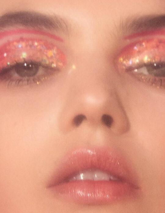Magic Mirror: Έντονα χρώματα, με έμφαση στα μάτια και τα χείλη