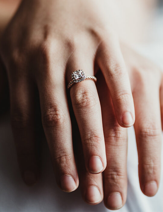 Engagement Rings: 8 πρωτότυπες επιλογές για νύφες που θέλουν να τολμήσουν