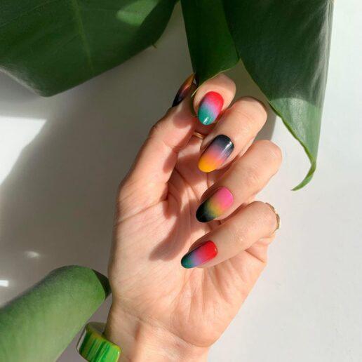 Summer Nails: Έμπνευση από 8 super cool μανικιούρ
