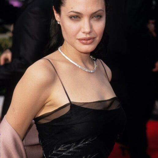 Η Angelina Jolie γίνεται 45 και αυτές είναι οι πιο stylish στιγμές της μέχρι σήμερα