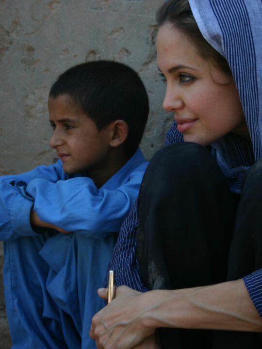 H Angelina Jolie μιλάει για την παγκόσμια προσφυγική κρίση και τη μητρότητα